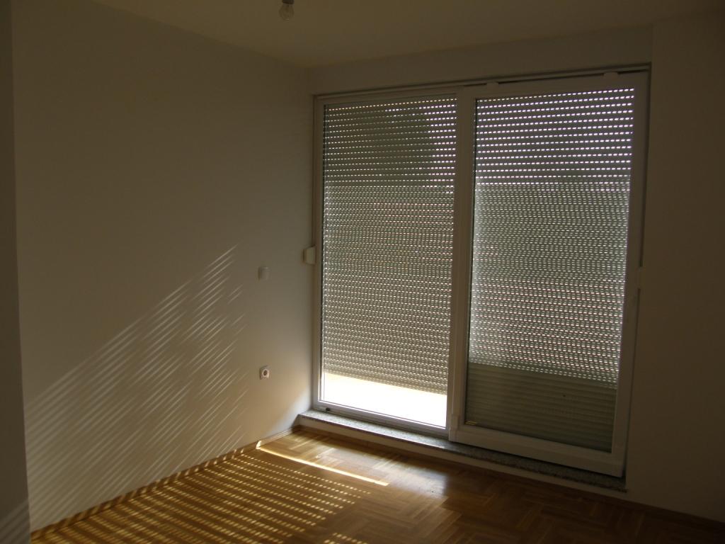 Slike su vezane uz članak: S1, Petruševec, 66,07 m2
