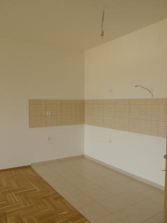 Slike su vezane uz ?lanak: S10, Petru�evec, 65,79 m2