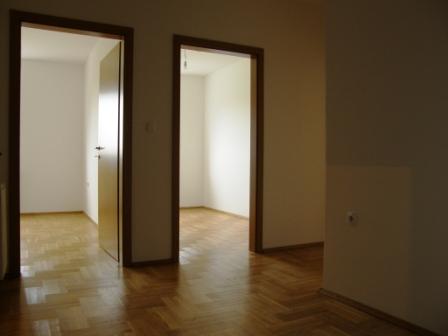 Slike su vezane uz članak: S10, Petruševec, 65,79 m2