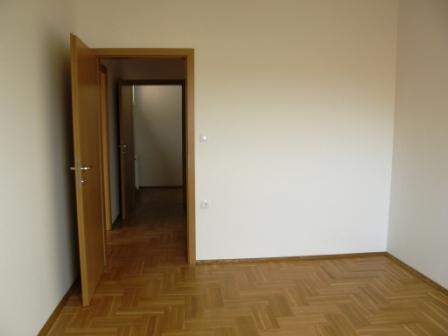 Slike su vezane uz ?lanak: S13, Petru�evec, 56,98 m2
