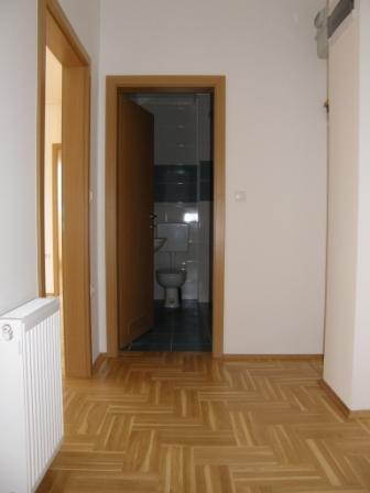 Slike su vezane uz članak: S17, Petruševec, 59,05 m2