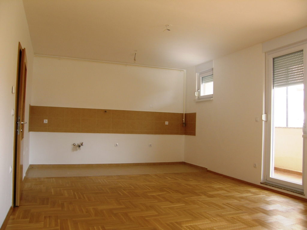 Slike su vezane uz članak: S6, Petruševec, 68,28 m2
