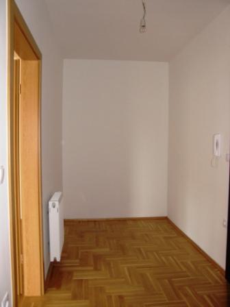 Slike su vezane uz ?lanak: S9, Petru�evec, 58,26 m2